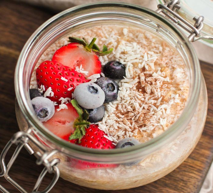 Cinnamon, coconut and vanilla overnight protein oats